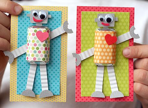 Tarjetas decoradas con un robot de papel
