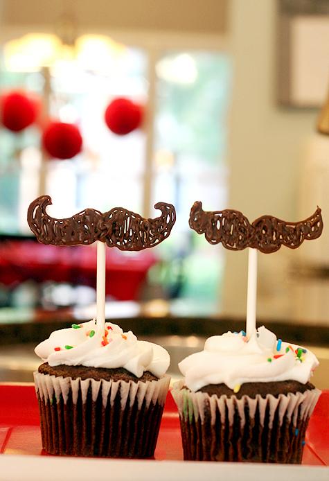 Blog_mustachecupcakes